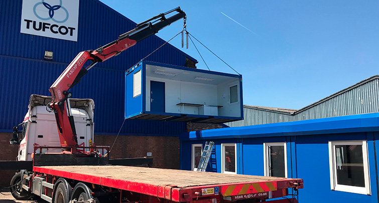 Concept Accommodation - Hiab lifting bay into position